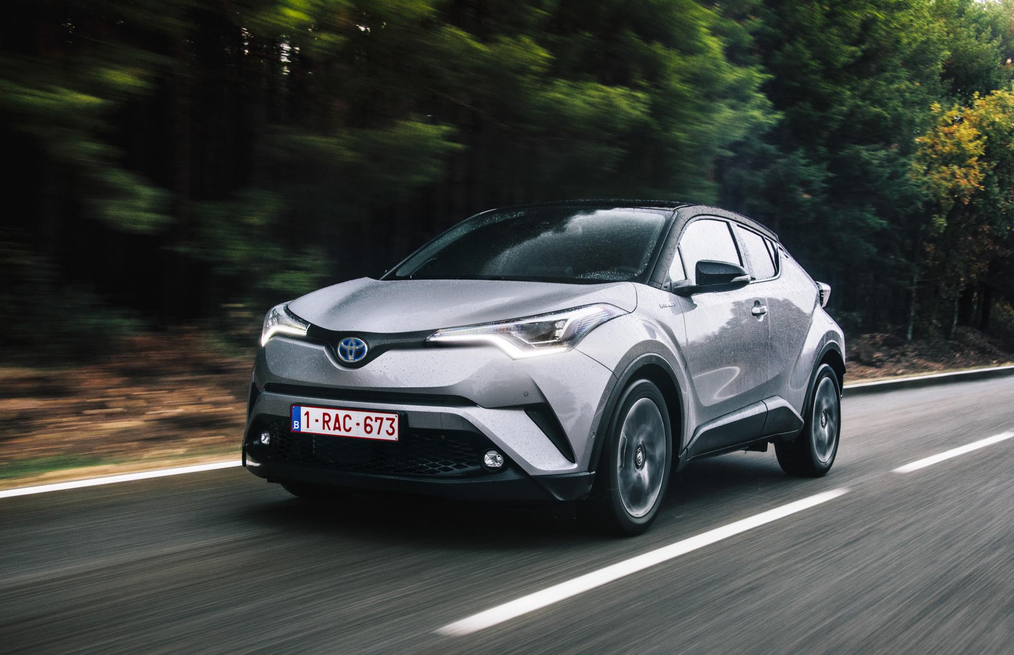 large_2016_Toyota_CHR_Hybrid_Dynamic_06