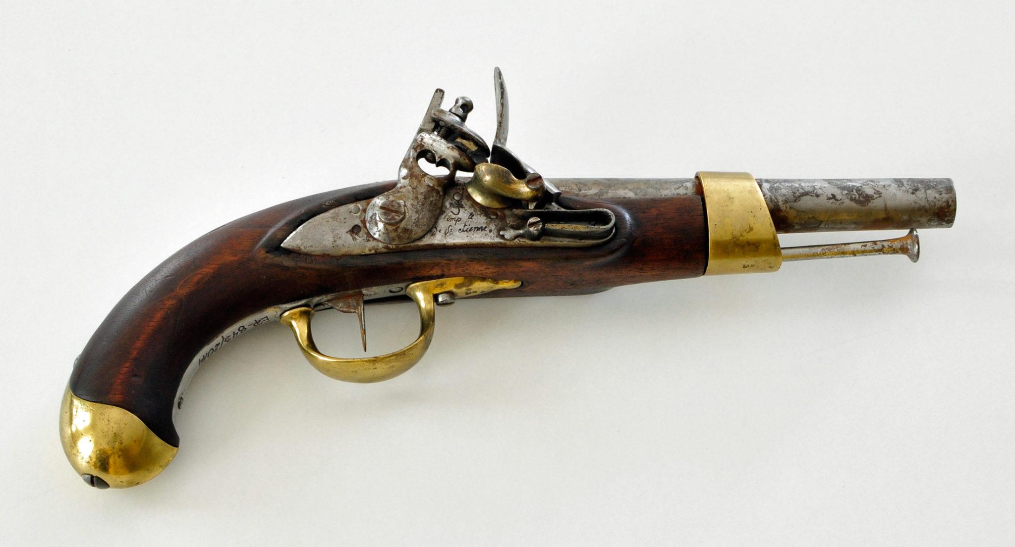 Pistolet kawaleryjski z manufaktury w Saint-Étienne, model AN XIII, wytwarzany w latach 1804-05. Muzeum Regionalne w Szczecinku.