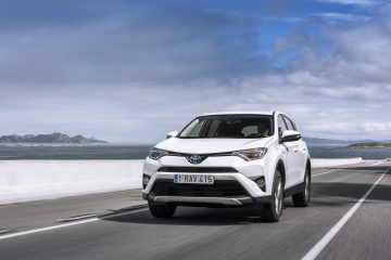 large_RAV4_Hybrid_01_Sept2015