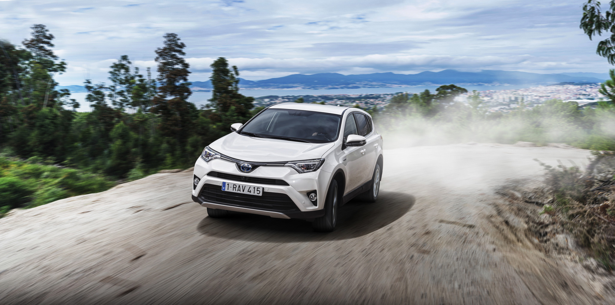 large_RAV4_Hybrid_15_Sept2015