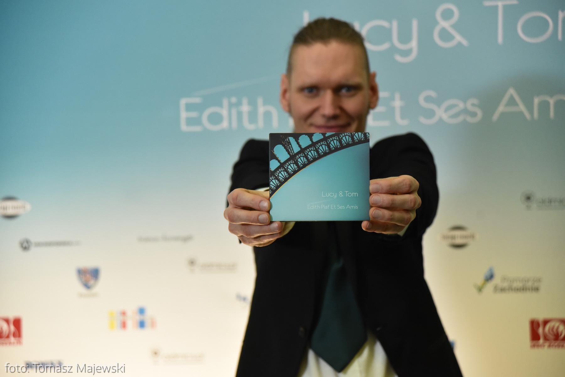 Płyta miała premierę w Polskim Radiu Koszalin 19 grudnia ubiegłego roku