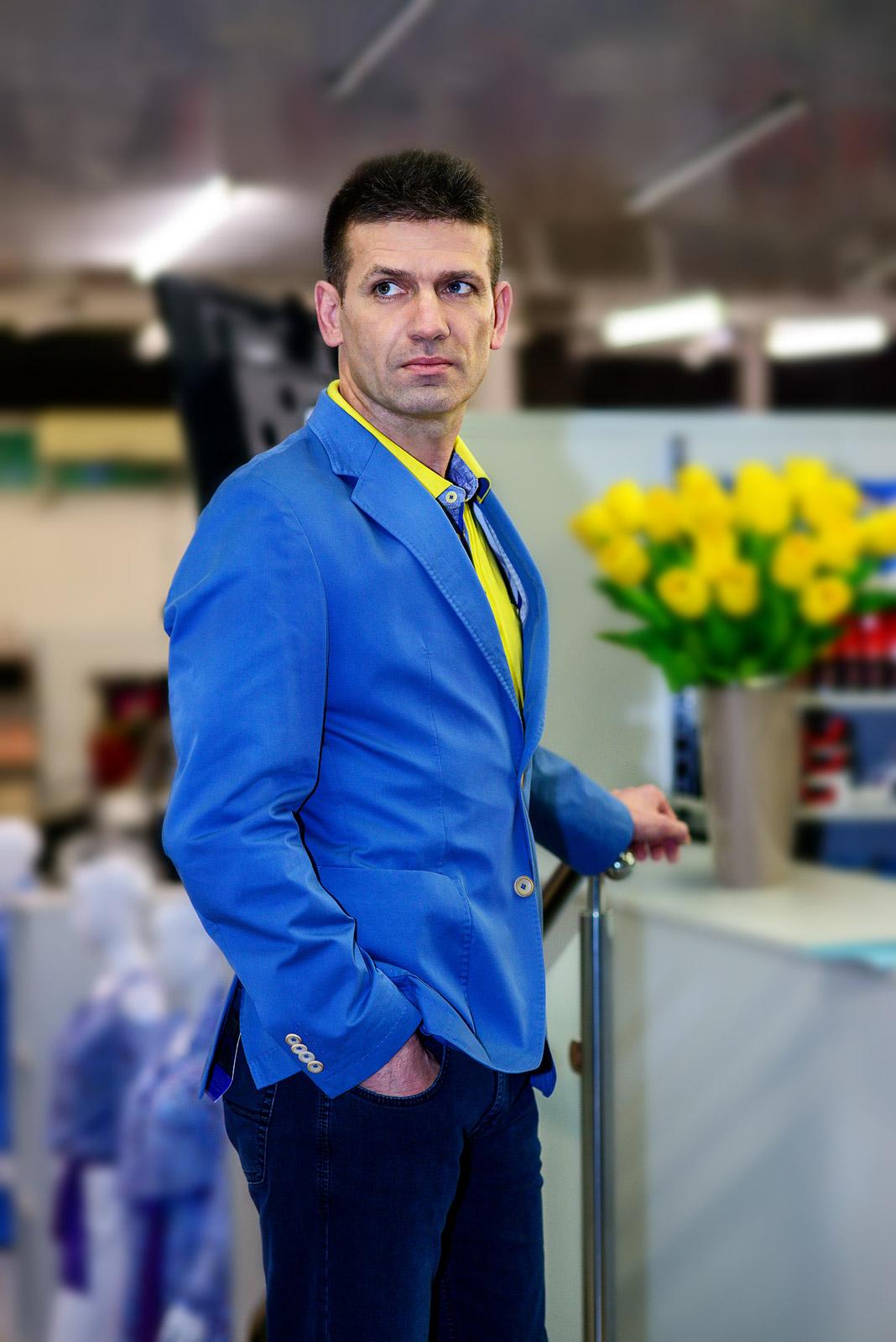 marynarka Pierre Cardin 699 zł polo żółte Pierre Cardin 199 zł spodnie jeans Pioneer 299 zł | Leopold Radliński