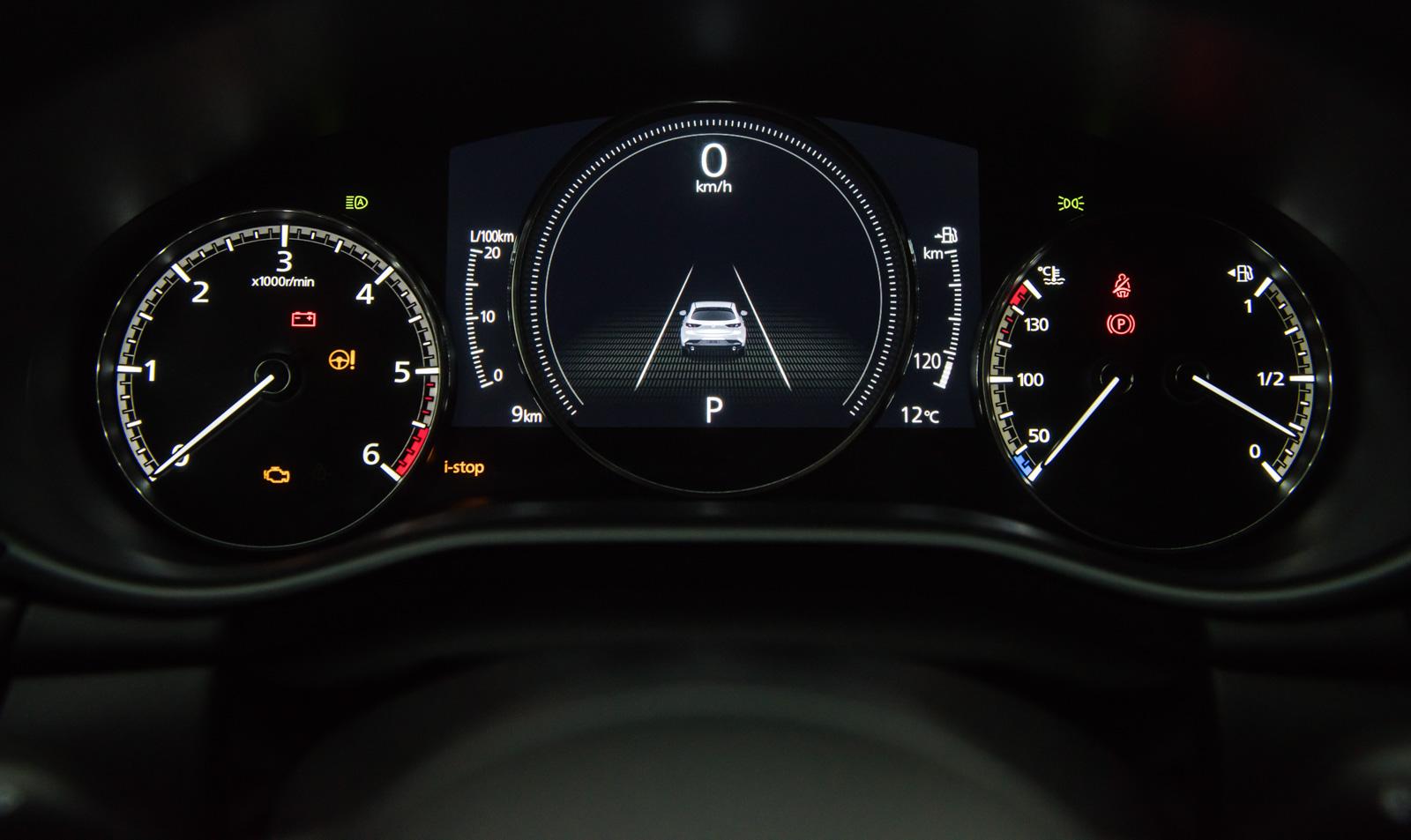 Mazda 3 zegary