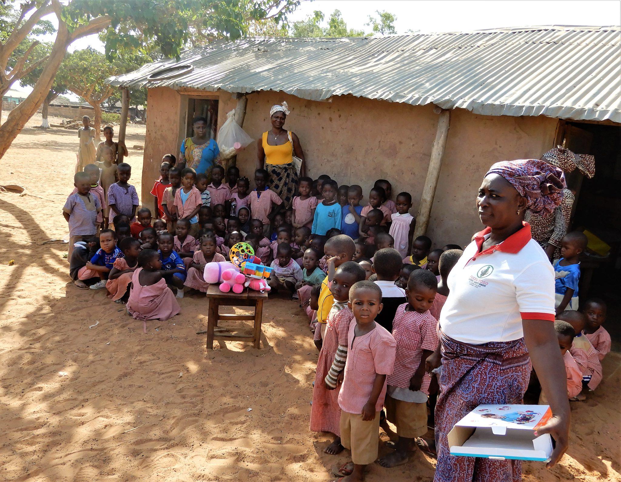 Marta przywiozła dary również dla jednego z pobliskich przedszkoli.