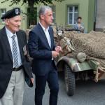 Porucznik Aleksander Kaczorowski i burmistrz Maciej Berlicki