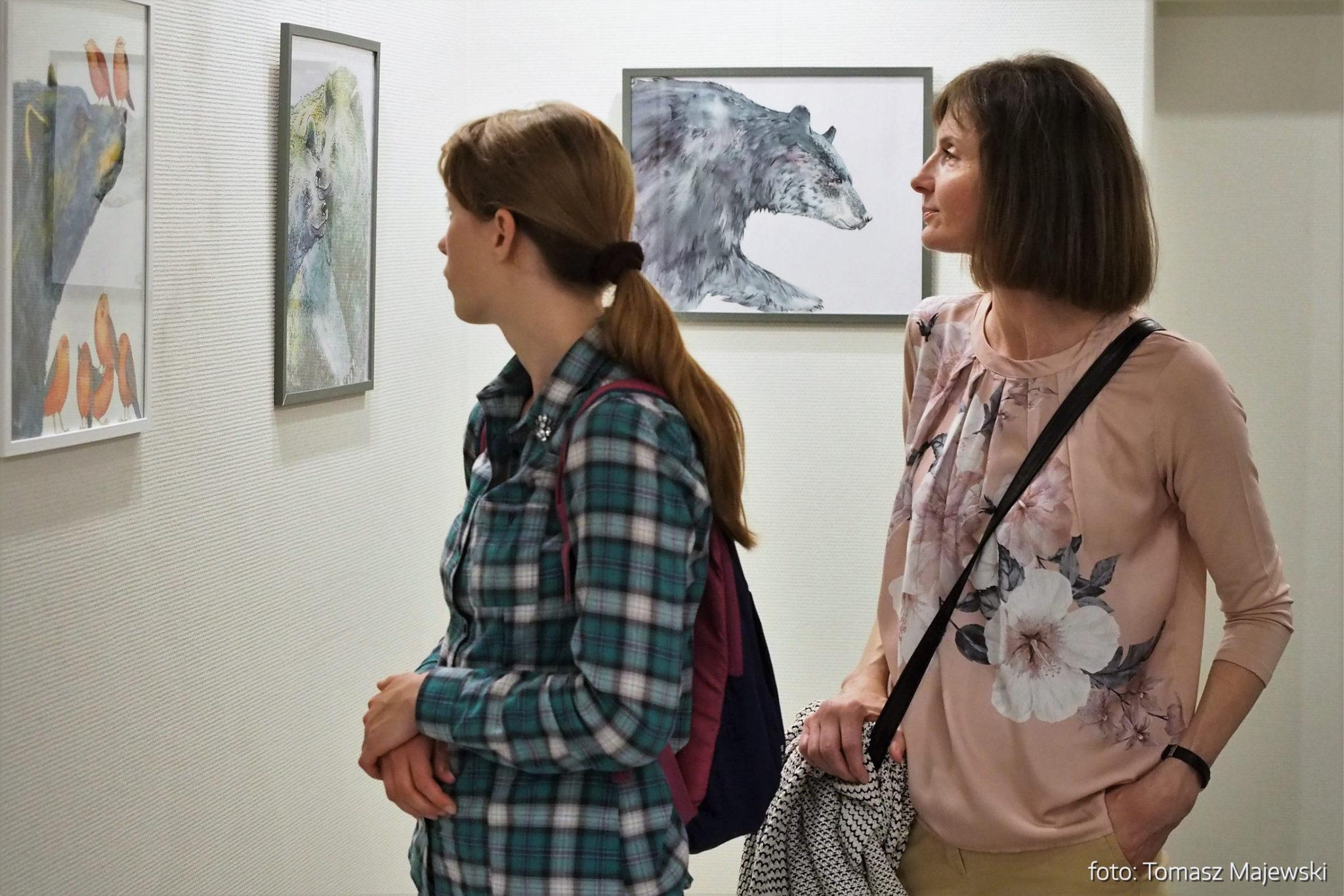 Galeria – Fot. Tomasz Majewski Galeria MPS przyciąga wielu miłośników sztuki. Zatrudnieni w MPS chwalą sobie możliwość odwiedzenia galerii w drodze do pracy.
