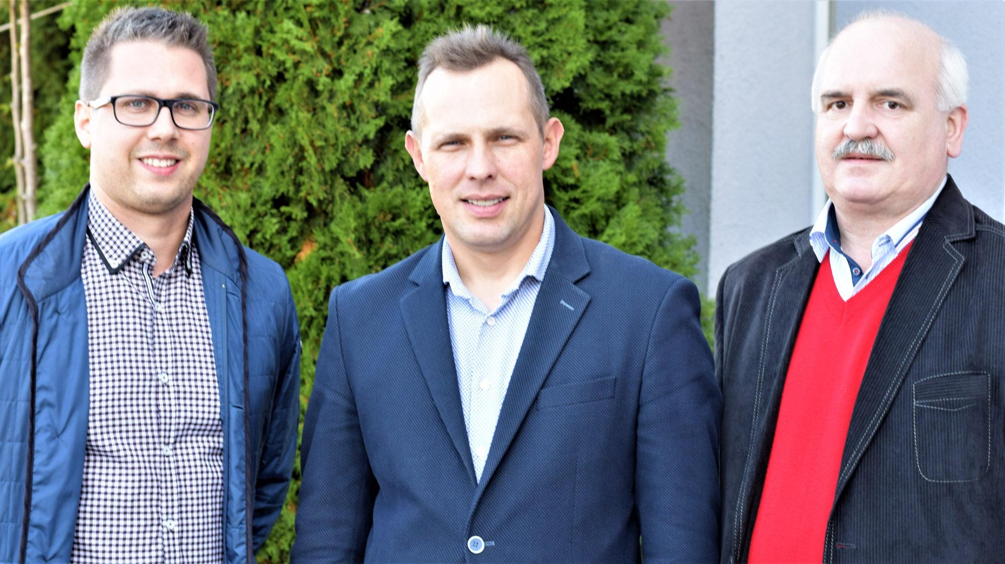 Od lewej - Dawid Malinowski, Kamil Dzikiewicz i Jerzy Bartnaik