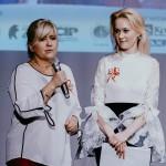 Teresa Żurowska (przy mikrofonie) i Hanna Mojsiuk