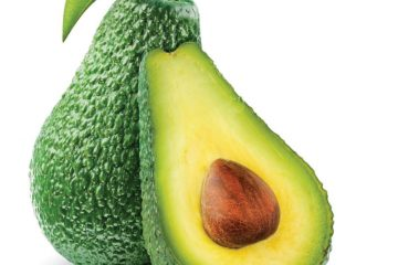 21704106-owoce-wielu-odmian-awokado-po-dojrzeniu-nadal-sa-zielone