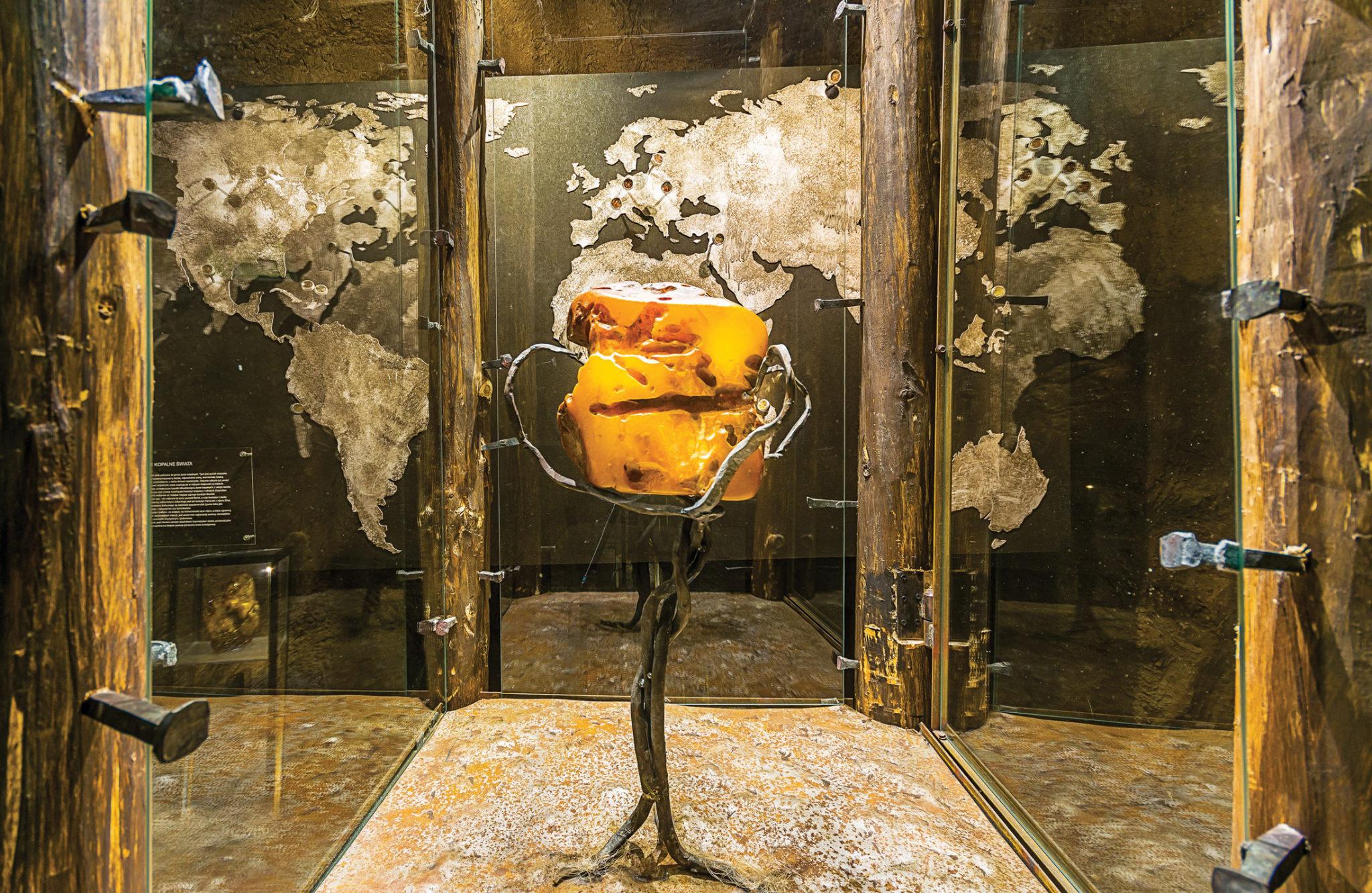 Ten bursztyn waży niemal 3 kg i jest trzeci wielkością w Polsce.
