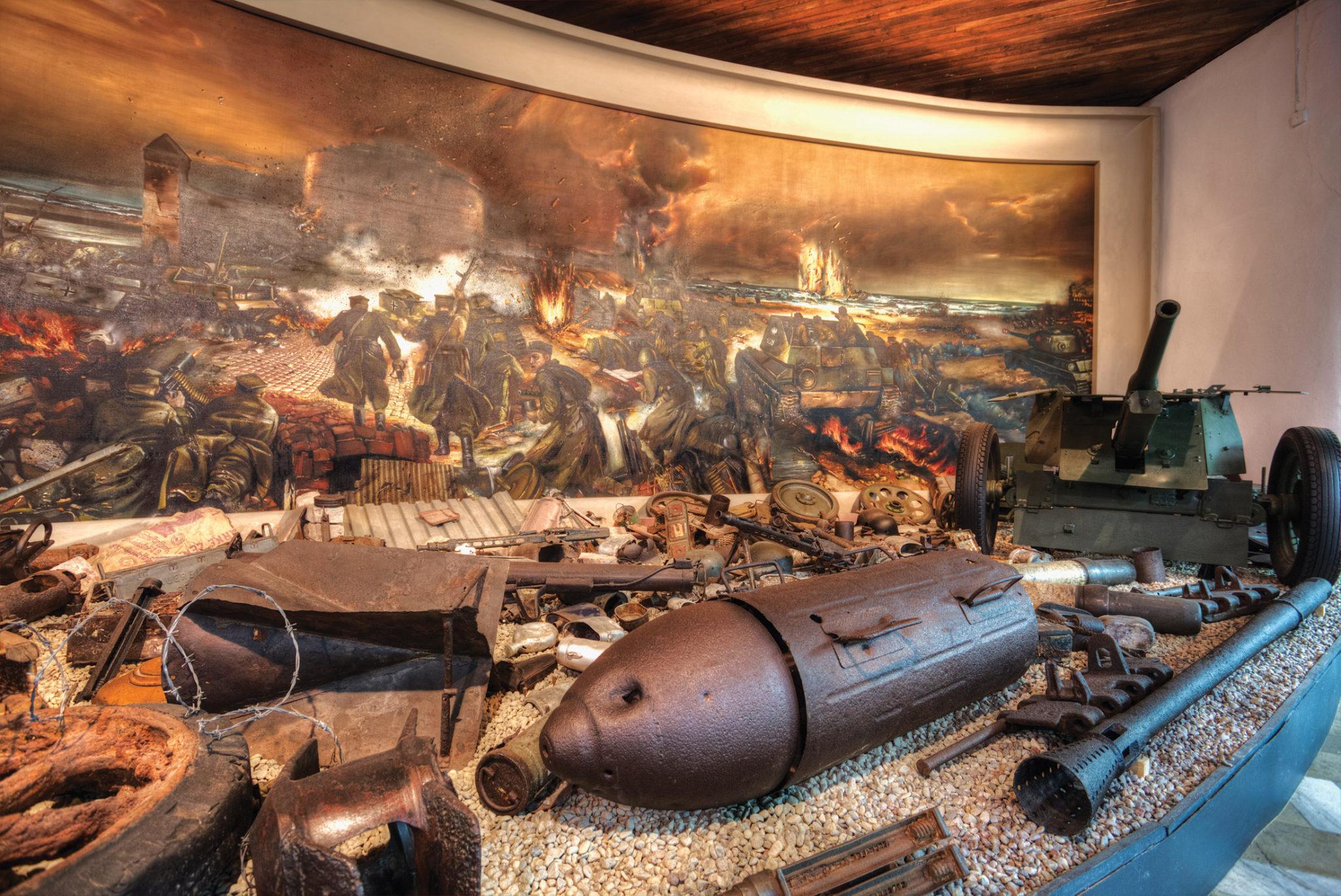 Część wystawy poświęcono krwawym walkom o Kołobrzeg, stoczonym z udziałem polskich żołnierzy w marcu 1945 r. (Fot. A. Rutkowski/Archiwum MOP w Kołobrzegu).