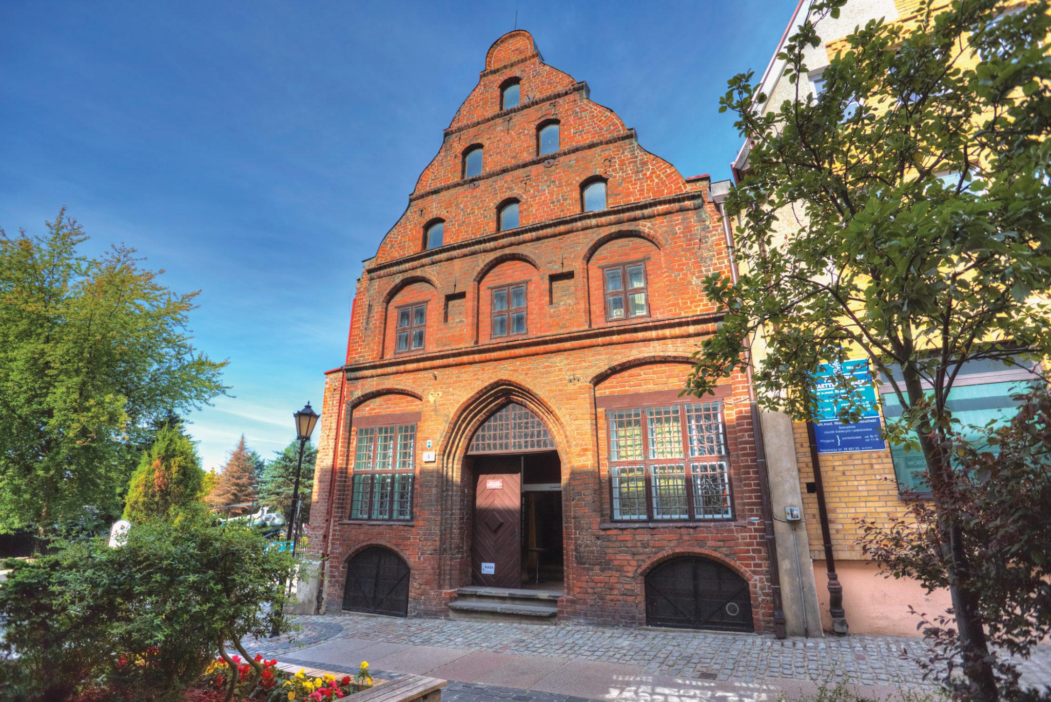 Częścią oddziału muzeum przy ul. Emilii Gierczak w Kołobrzegu jest XV-wieczna Kamienica Kupiecka (Fot. A. Rutkowski/Archiwum MOP w Kołobrzegu).