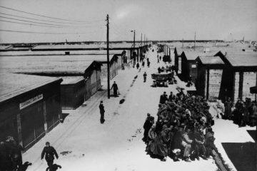 Zachowana w amerykańskich archiwach fotografia przedstawiająca Stalag Luft IV w Modrolesie, w 1944 r. (Fot. US National Archives)