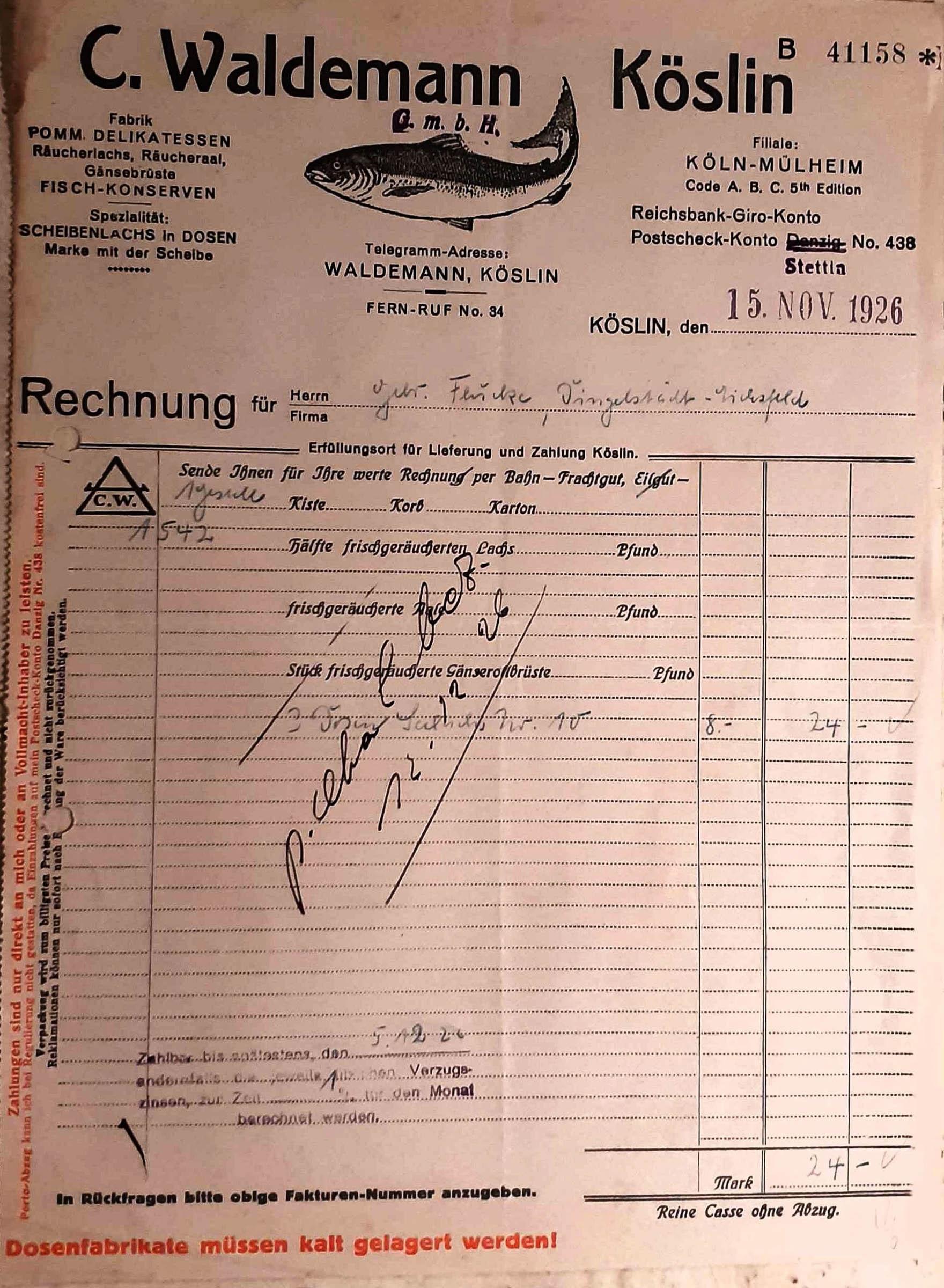 Rachunek, który dał początek niniejszej opowieści. Dokument został wystawiony przez Fabrykę Carla Waldemanna 15 listopada 1926 r. i potwierdza zakup puszek z konserwowym łososiem (ze zbiorów Studia Reklamy Kruart).