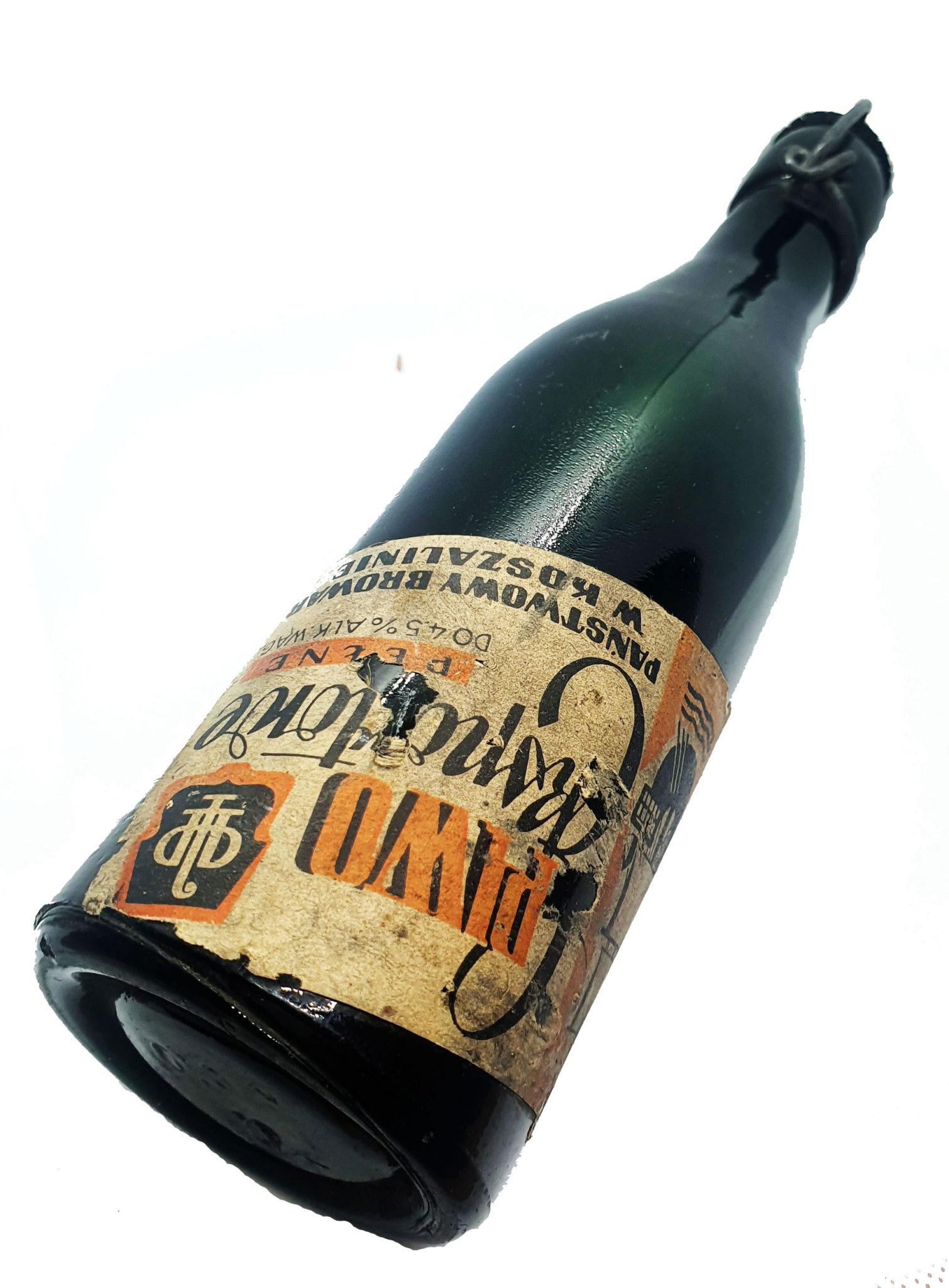 """Butelka o pojemności 0,33 l, po koszalińskim piwie """"Eksportowym"""", pochodząca z lat siedemdziesiątych ubiegłego wieku, od której zaczyna się opisana w artykule historia (Zbiory Studio Historycznego Huzar)."""